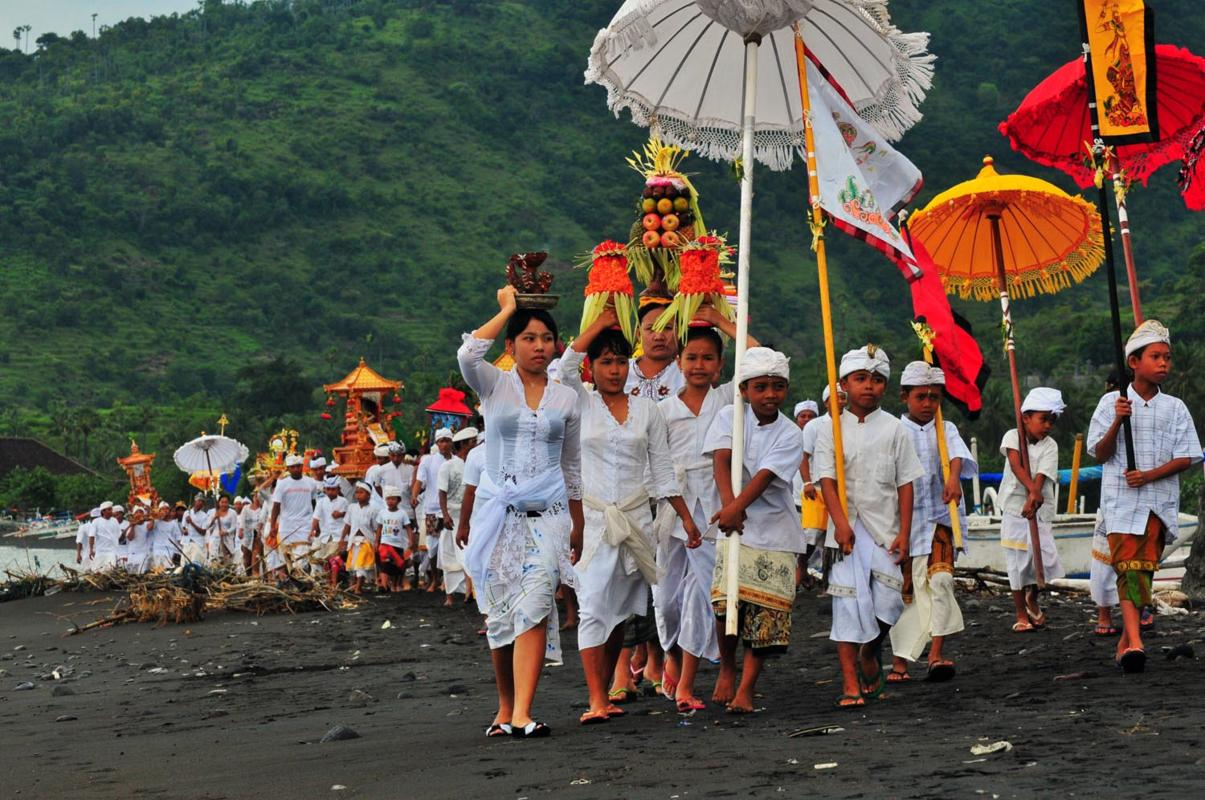 Indonesian Hindu procession